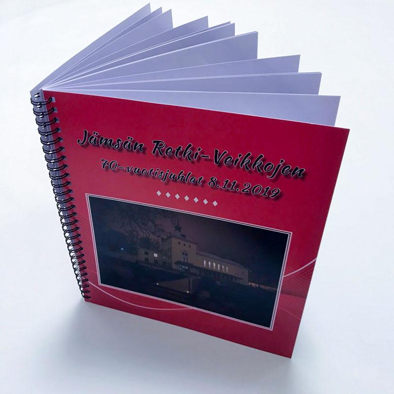 Valokuvakirja graafinen suunnittelu